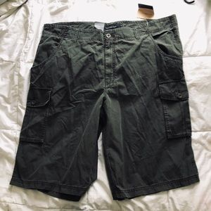 Calvin Klein flat front cargo shorts size 42